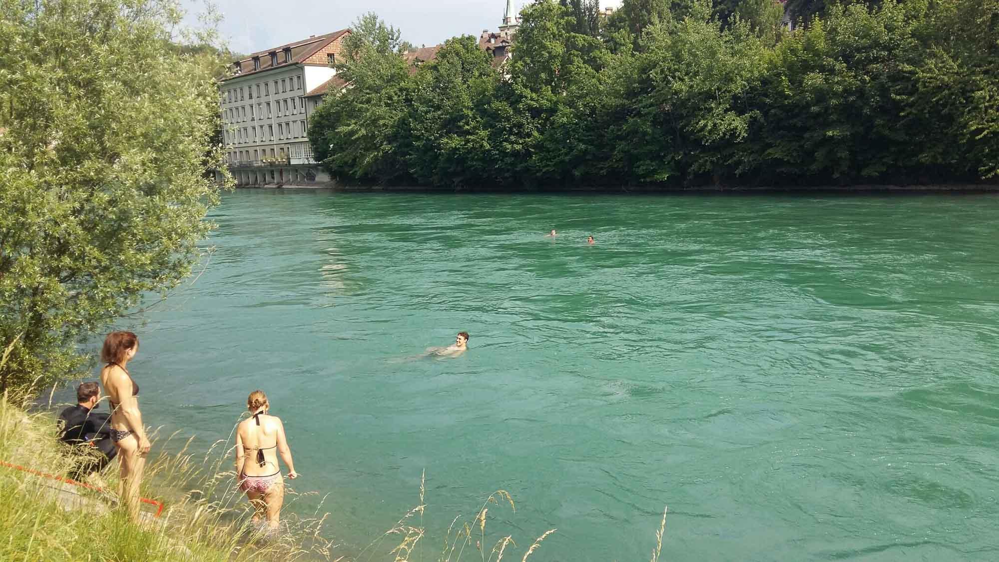 Sprung in die Aare Bern